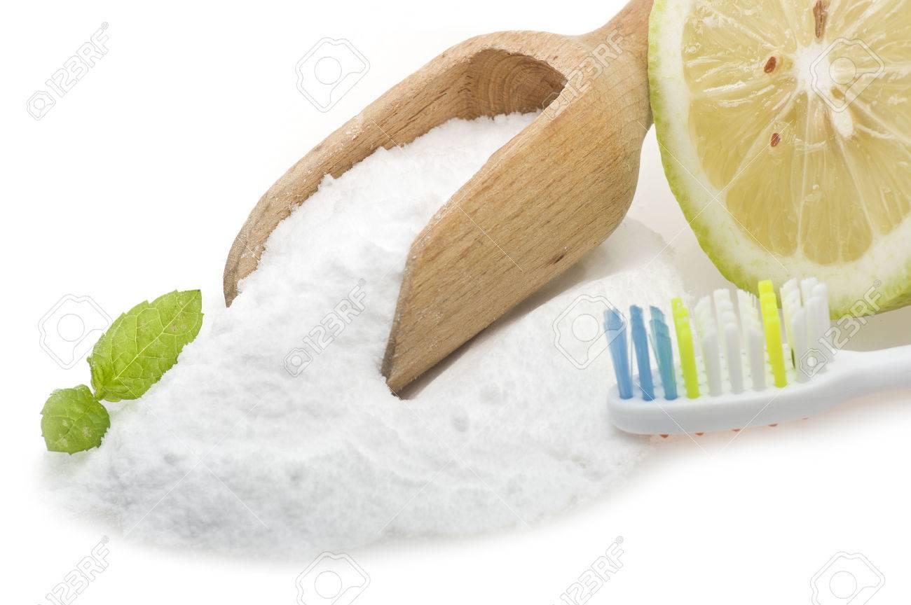 Weiße Zähne Mit Zitrone Und Backpulver Lizenzfreie Fotos Bilder Und