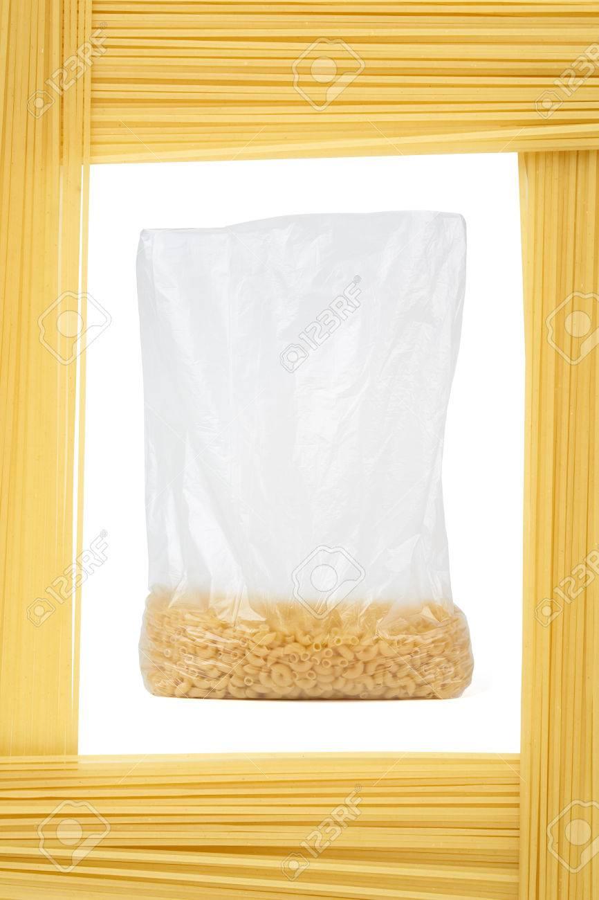 Pasta En Paquete De Plástico Abierta Enmarcada Por Capellini (pasta ...