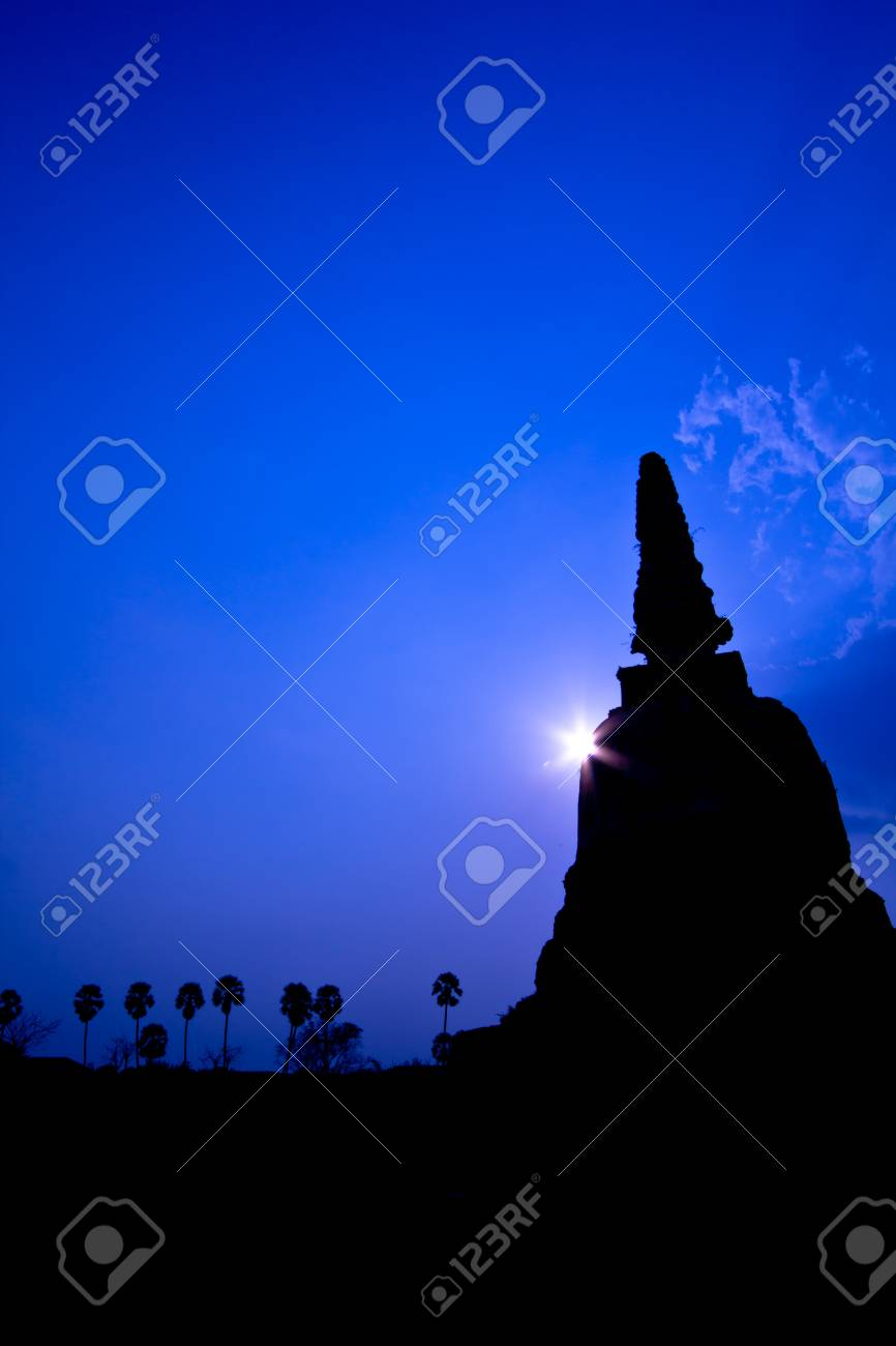 Old temple sunset ayutthaya in thailand Stock Photo - 13427118
