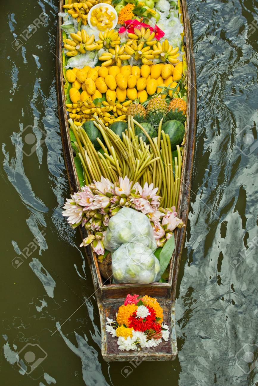 Damnoen Saduak Floating Market near Bangkok in Thailand Stock Photo - 15186480