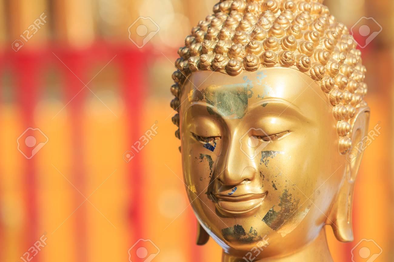 仏顔とアジア タイの仏頭 ロイヤ...