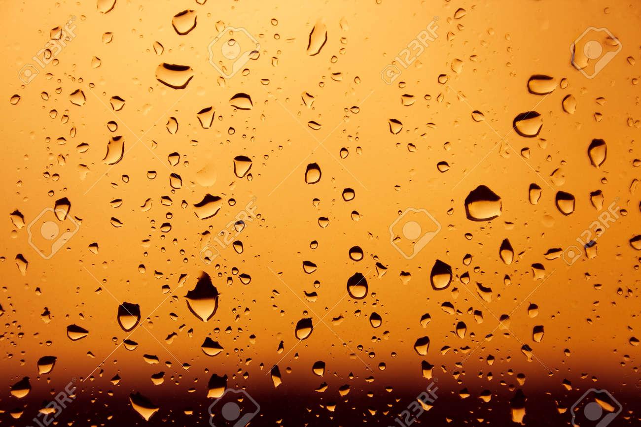 Aux Couleurs Chaudes Orange Gouttes D\'eau Lourde Sur Fond De Verre ...