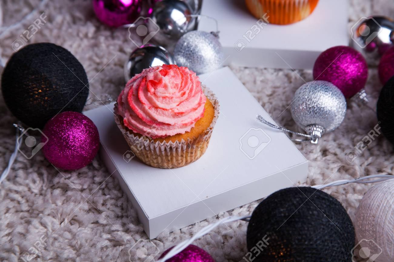 Pastel De Navidad Con Juguetes Y Luces De Ano Nuevo Fotos Retratos