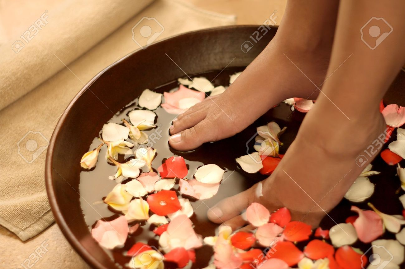 Foot spa and aromatherapy Stock Photo - 13324549