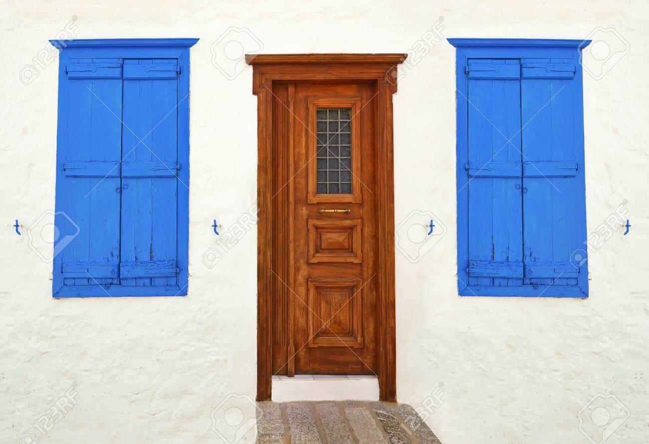 Liebenswert Holztür Außen Dekoration Von Holztür Und Fenster Auf Hydra Insel Griechenland
