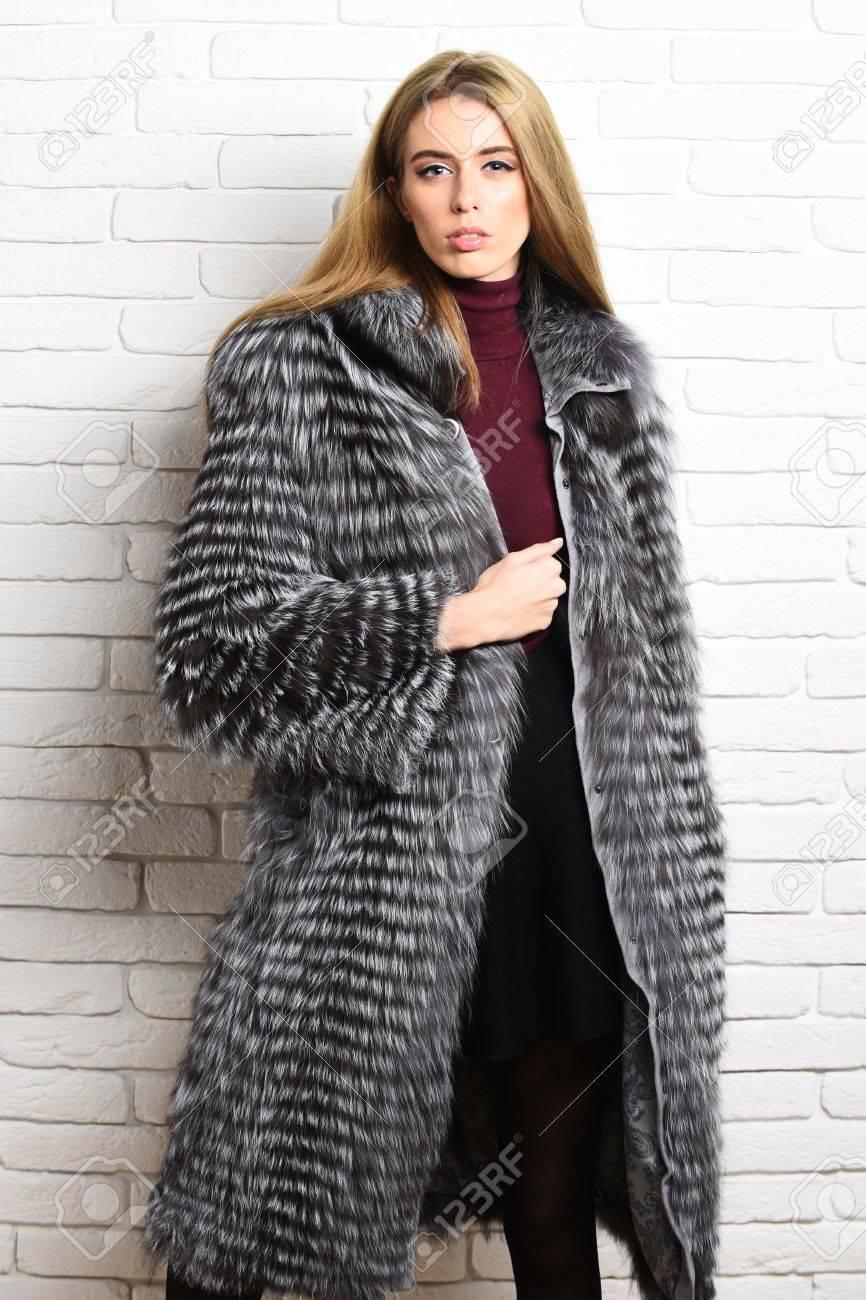 Riche D'un De Jolie La Modèle Fille Mode Avec Ou Glamour Sexy Femme E8S8IqYw