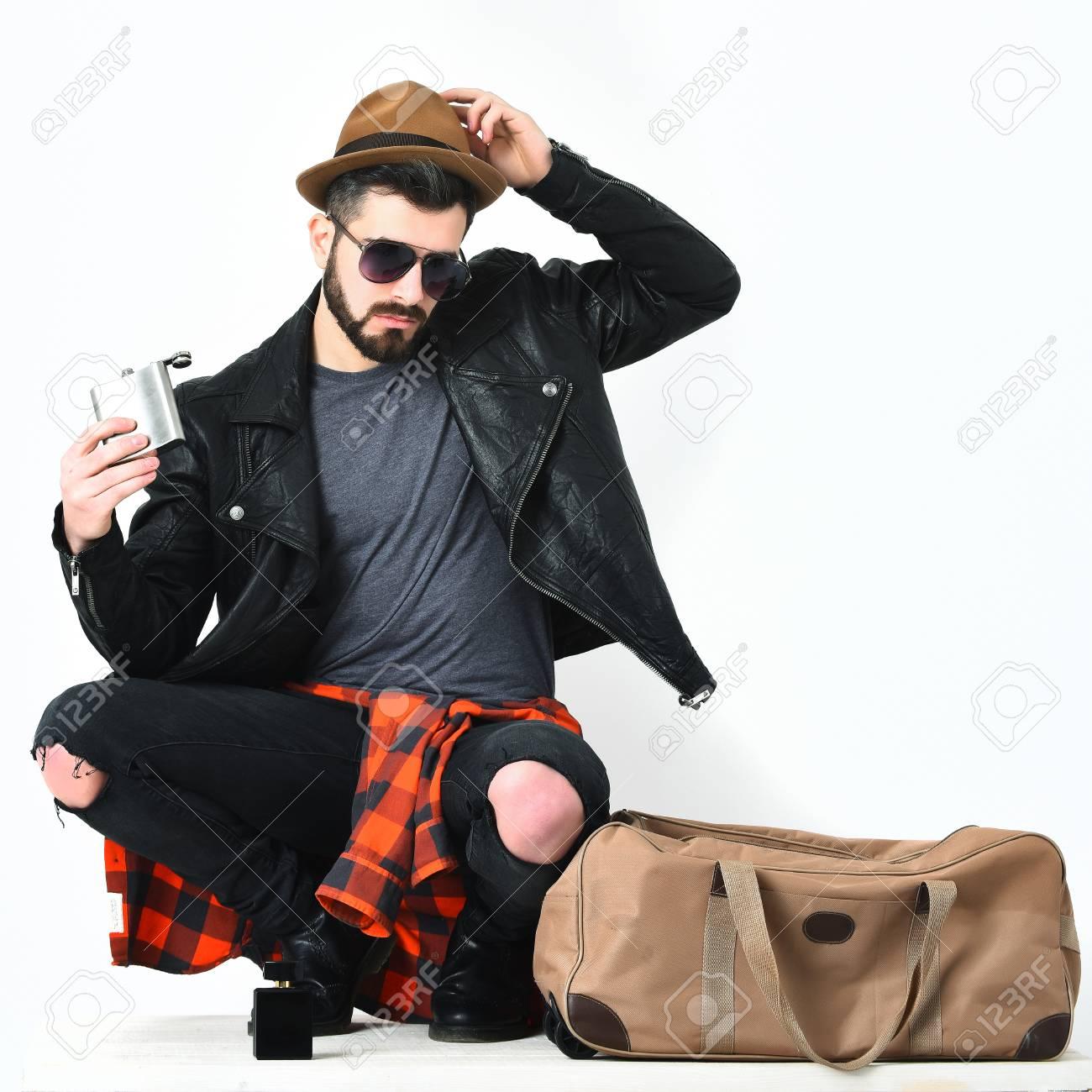 Hipster Roja Camisa Jeans Barba Sol A Cuero Matraz Barba Cuadros Con Negro De Y Gafas En Hombre Rotos Chaqueta Caucásico Corta HIwqZ6nC