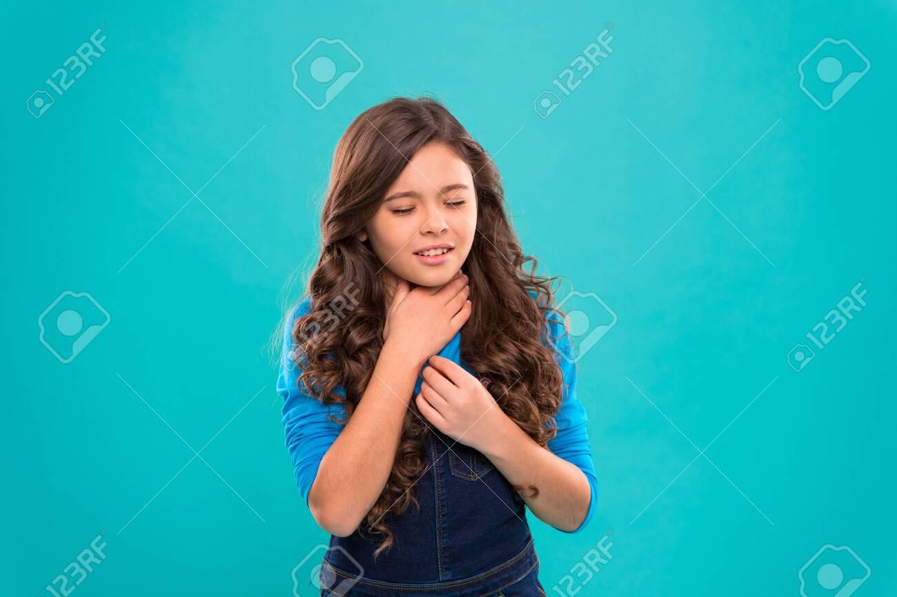 Sore throat remedies  Kid feels pain in throat  Girl cute kid