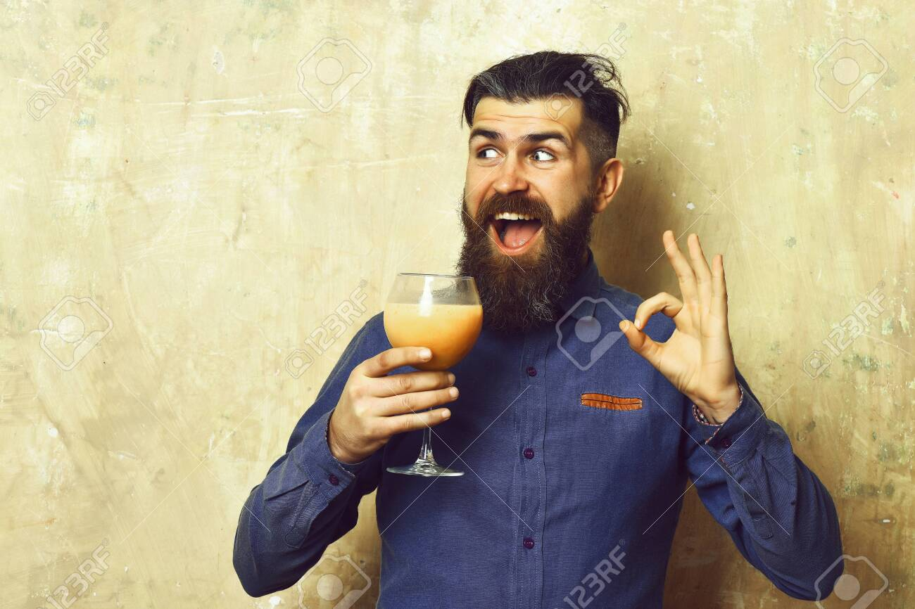Brutal hipster holding tropical alcoholic fresh cocktail - 153373972