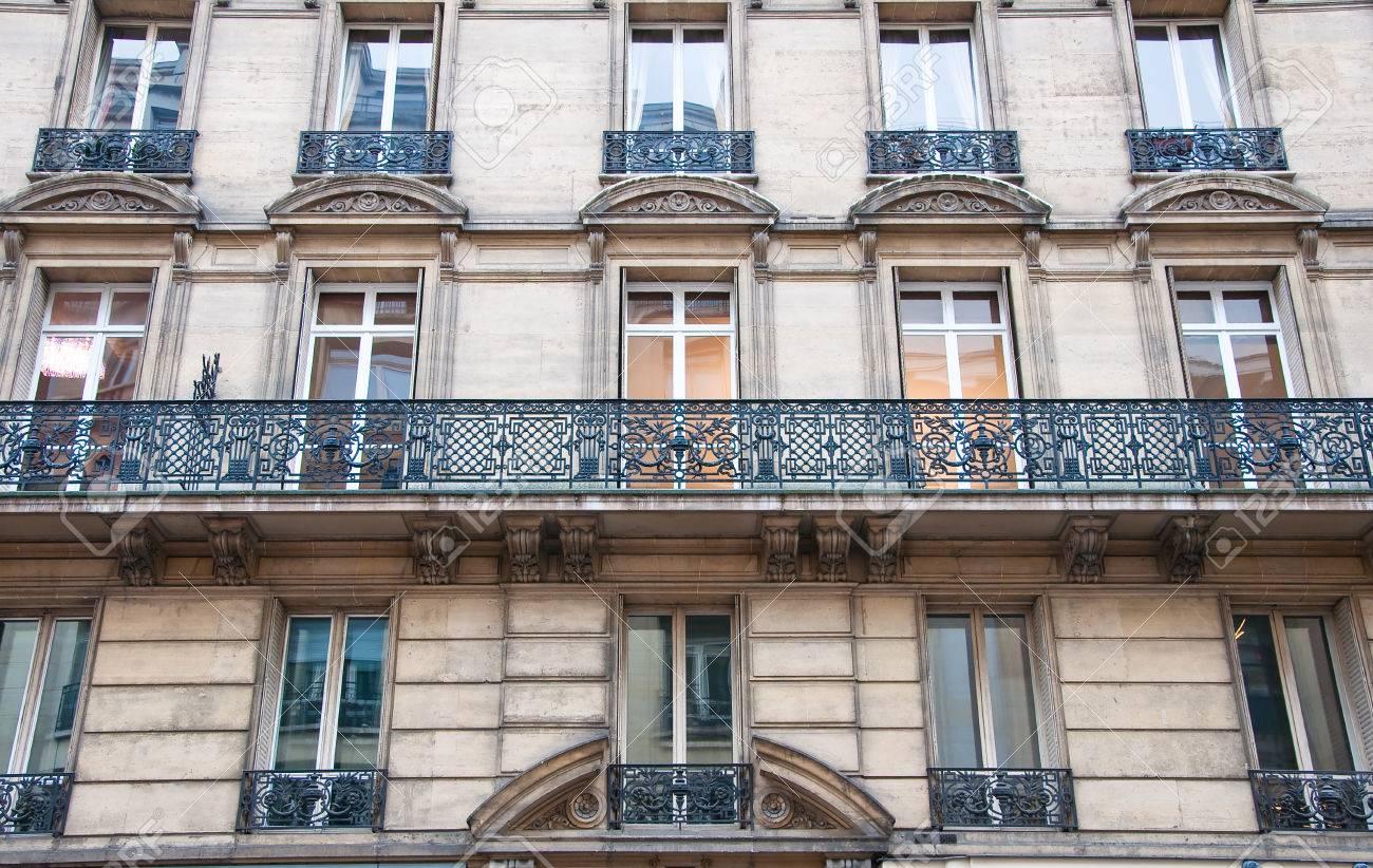 Caracteristique D Un Immeuble Haussmannien immeuble haussmannien typique sur janvier 15,1013 à paris