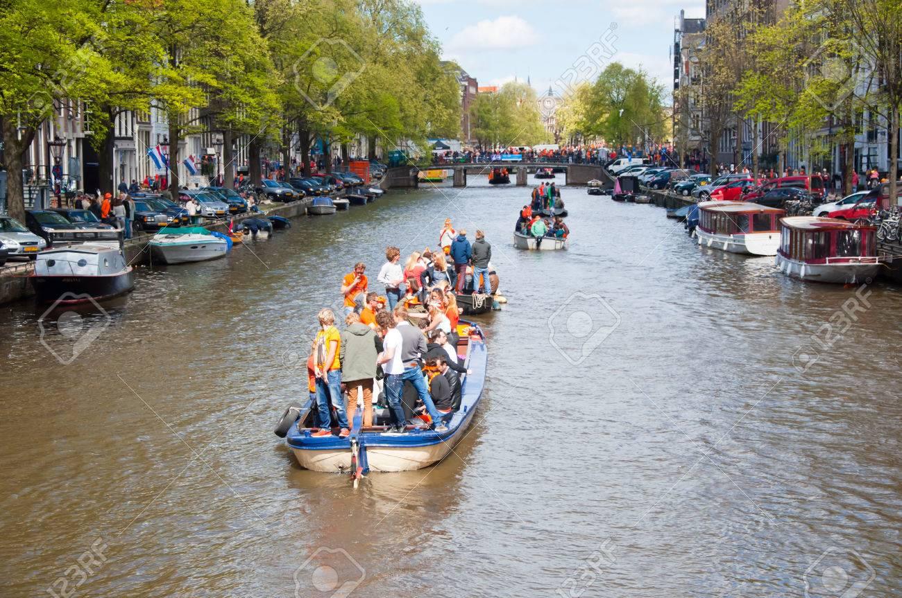 amsterdam holanda de abril fiesta en barco por los canales de amsterdam durante el