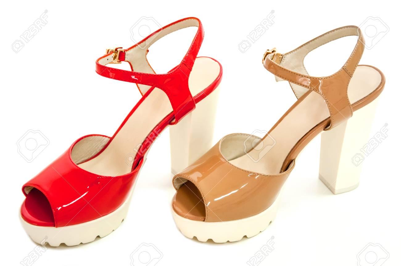 De Femmes Rouge Paire Beige Chaussures Et Brevets Fond À Sur Blanc Talons Hauts j4q5LSc3AR