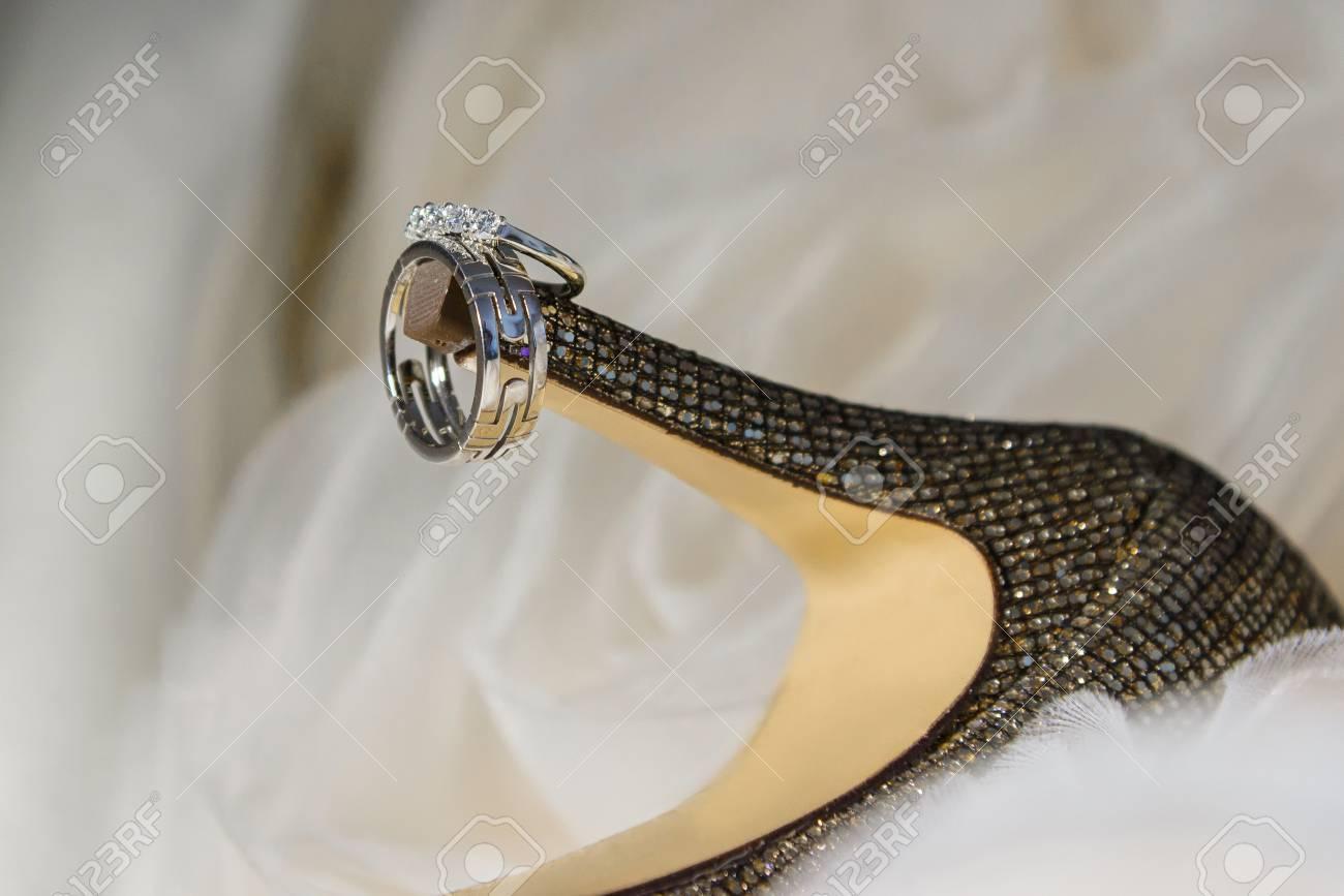Hochzeitsringe Fur Die Schuhe Der Frauen Schliessen Oben Von Den