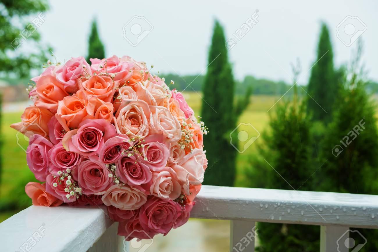 Hochzeitsblumenstrauss Von Rosa Rosen Rose Hochzeitsstrauss