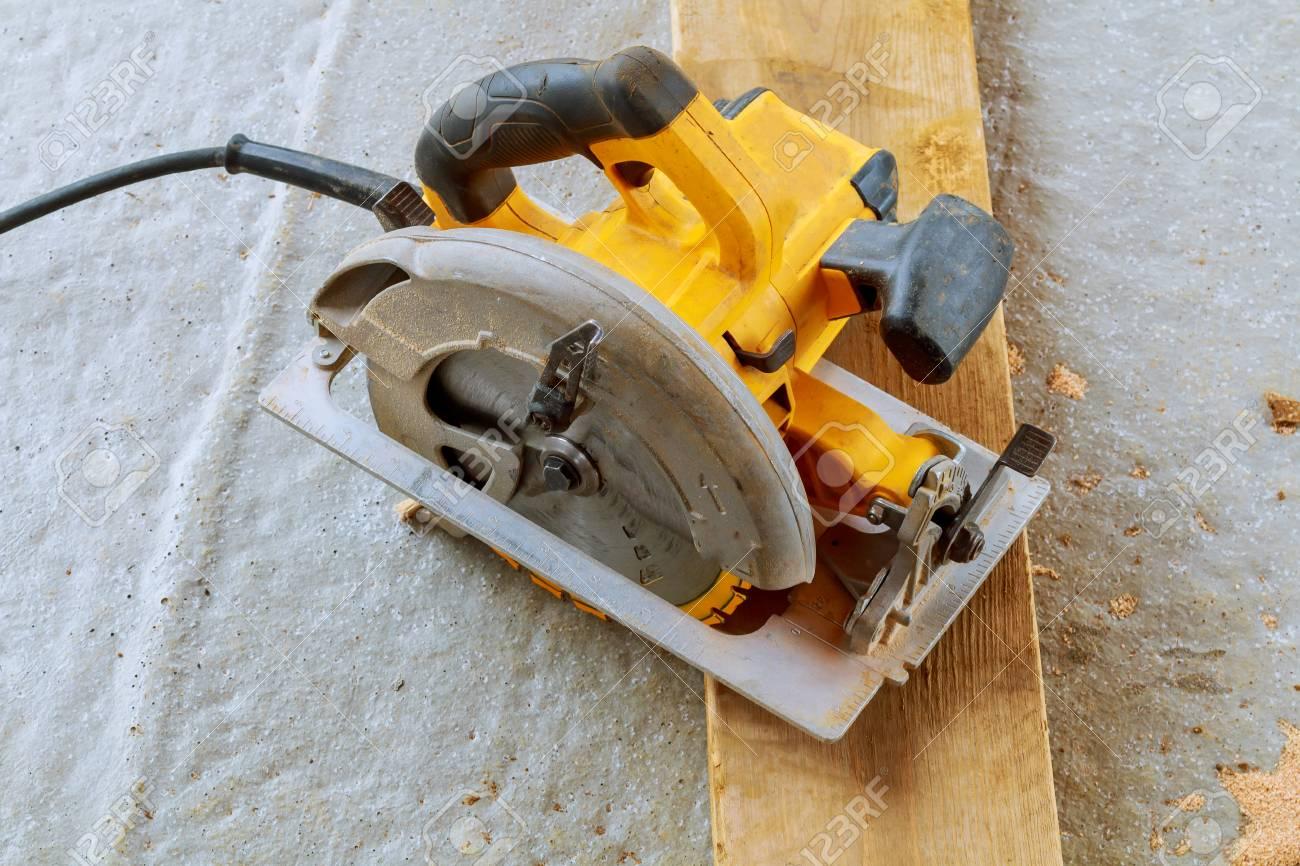 Berühmt Nahaufnahme Elektrische Kreissäge Schneiden Holz Holz Schneiden &ER_21