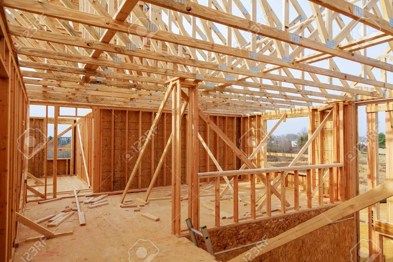 Nueva Casa De Construcción Residencial Enmarcar Contra Un Cielo Azul ...