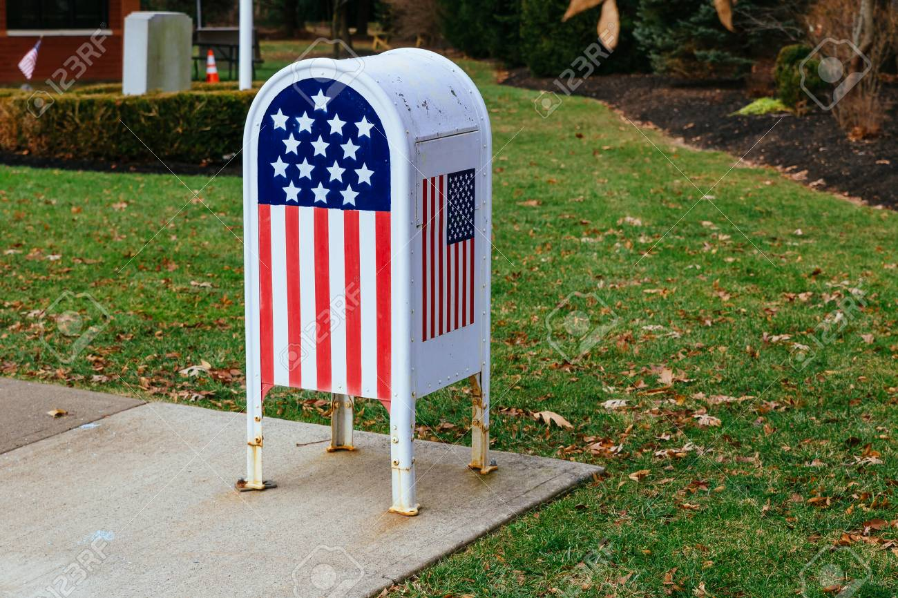 Home office American flag Metal Mailbox in garden - 92234637