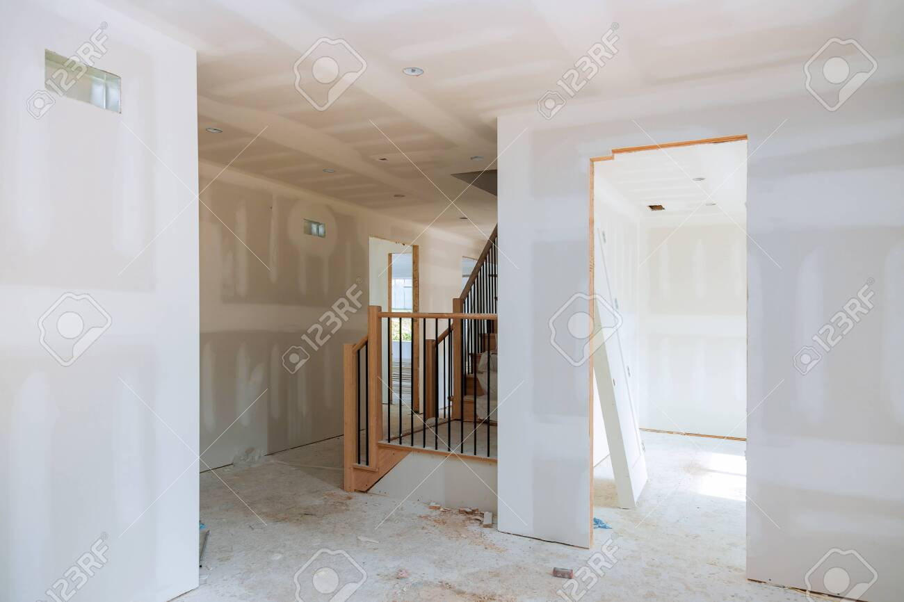 walls plasterboards with room under construction with finishing putty in the room - 132103774