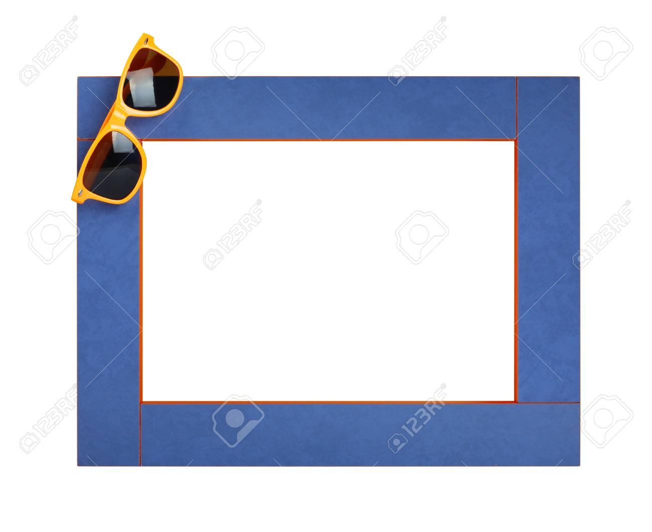 Foto de archivo - Marco de verano de arte con gafas de sol amarillas sobre  un fondo blanco. Aislado 13af8ee287dc