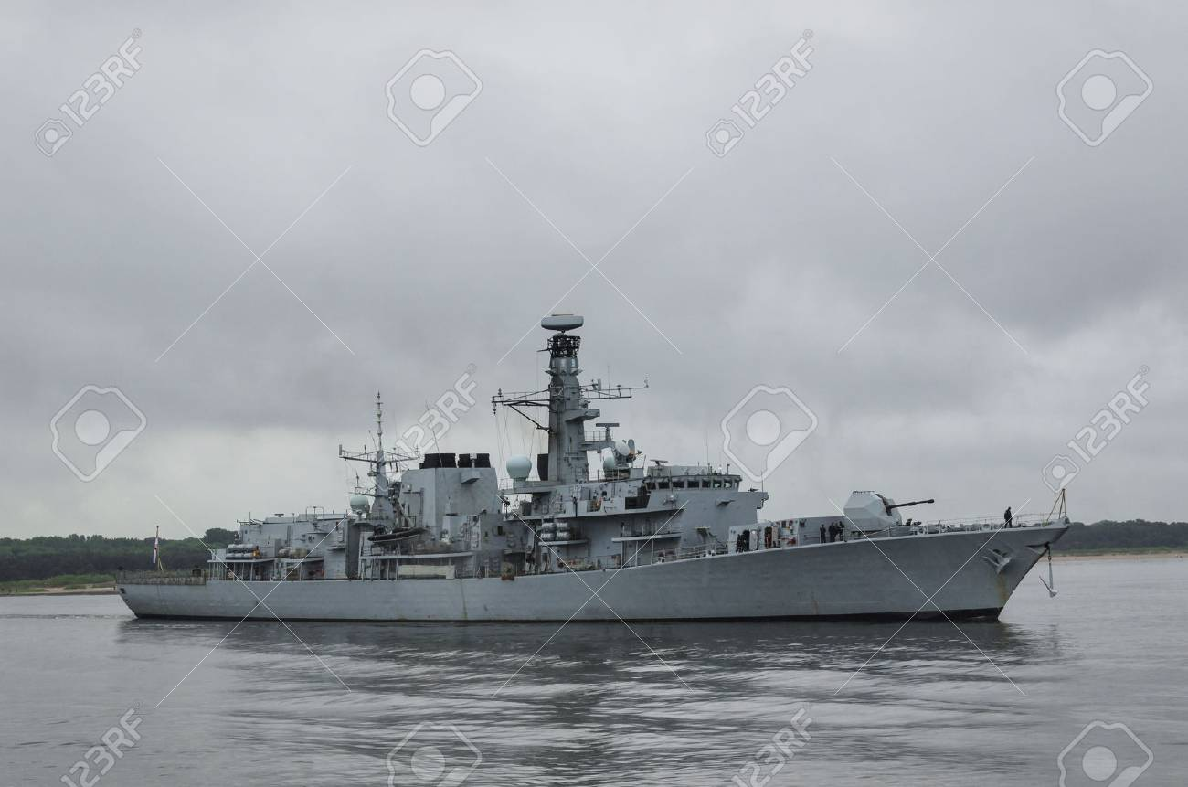FRIGATE - His Majesty's Royal British Ship sails into the sea - 83021378