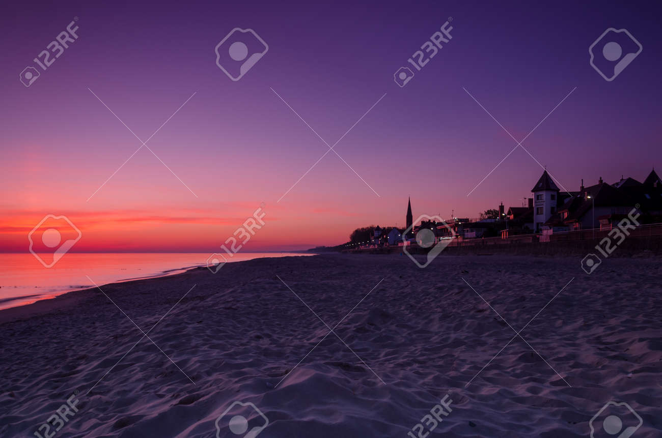 DAWN AT THE SEASIDE - Sunrise, beach and resorts in the countryside - 169540992