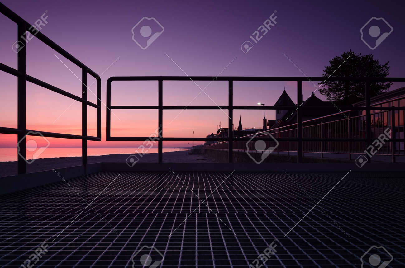 SUNRISE OVER THE SEASHORE - A colorful morning on the promenade - 169541031
