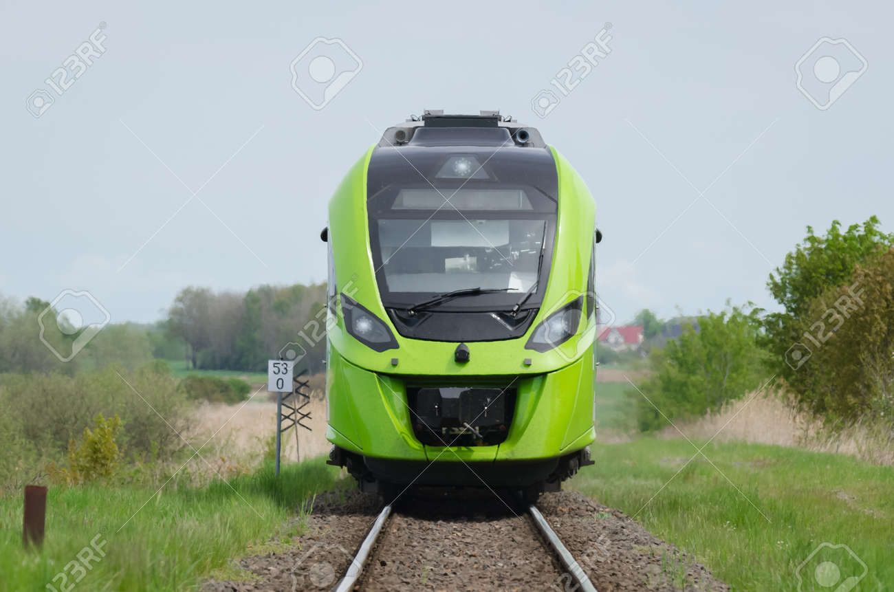 TRAIN - A modern hybrid traction unit on the railroad - 169541052