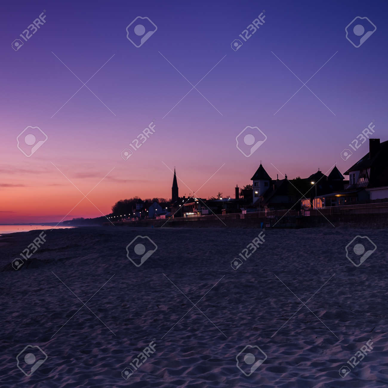 DAWN AT THE SEASIDE - Sunrise, beach and resorts in the countryside - 169541106