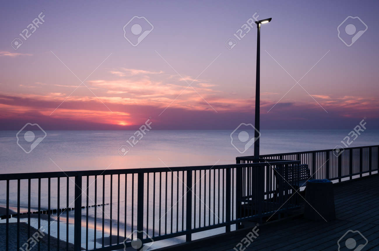 SUNSET OVER THE SEASHORE - Evening walk to the pier - 169541111