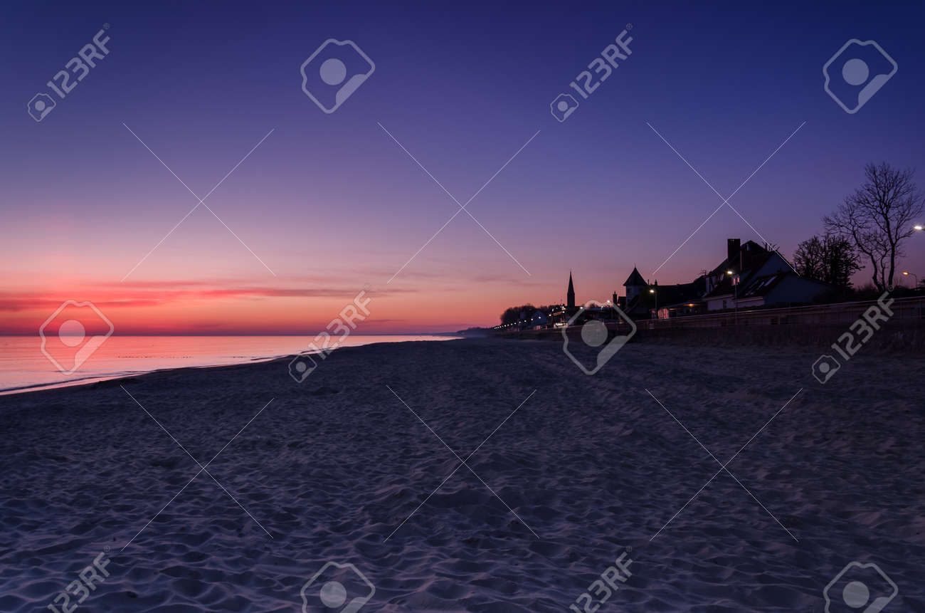 DAWN AT THE SEASIDE - Sunrise, beach and resorts in the countryside - 169541126