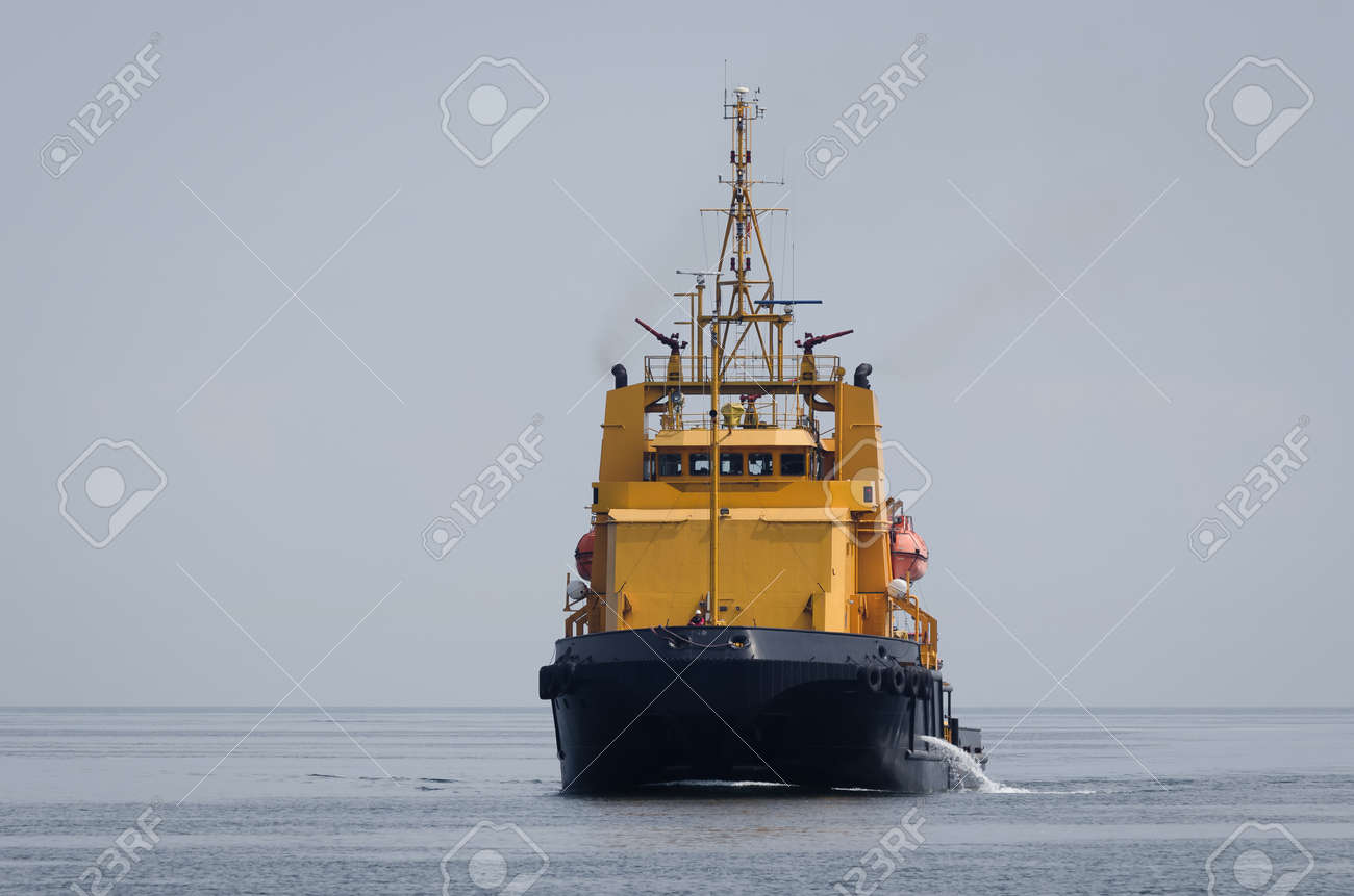 MULTITASCING RESCUE SHIP - The boat is sailing to the seaport - 170757693