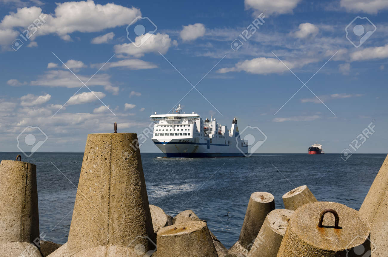 MARITIME TRANSPORT - Passenger ferry and bulk carrier on waterway to the port - 171257414
