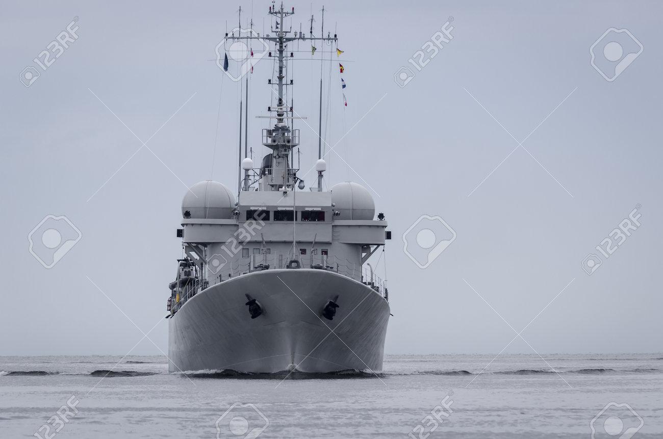 WARSHIP - Belgian Navy minehunter swimming on the sea - 171416333