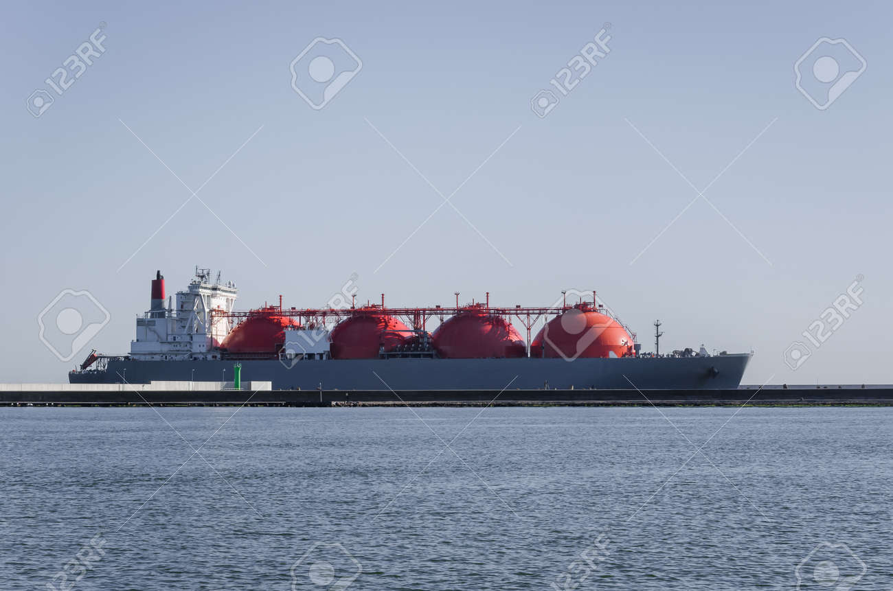 LNG TANKER - The ship sails to the gas terminal in Swinoujscie - 171665931