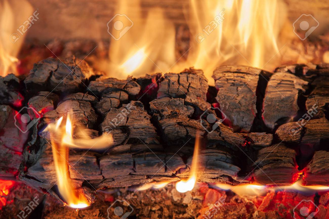 Burning log of wood in a fireplace close-up Standard-Bild - 49913534