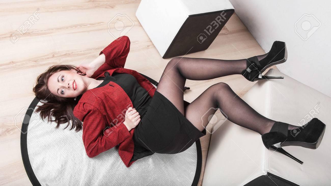 mujeres vestidas con medias de nylon