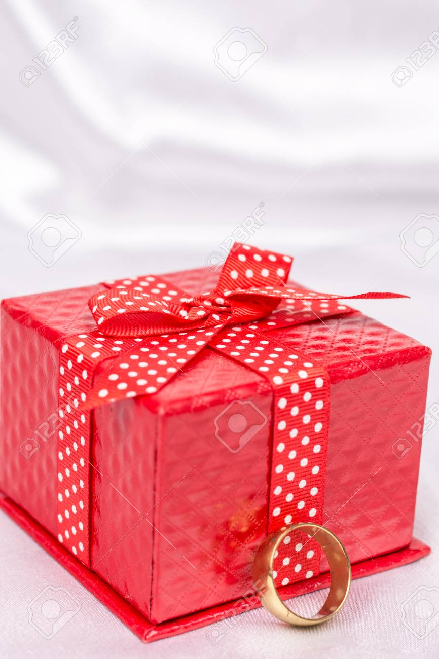 Red gift box with bow and golden wedding ring Stock Photo - 72337085 & Red Gift Box With Bow And Golden Wedding Ring Stock Photo Picture ...