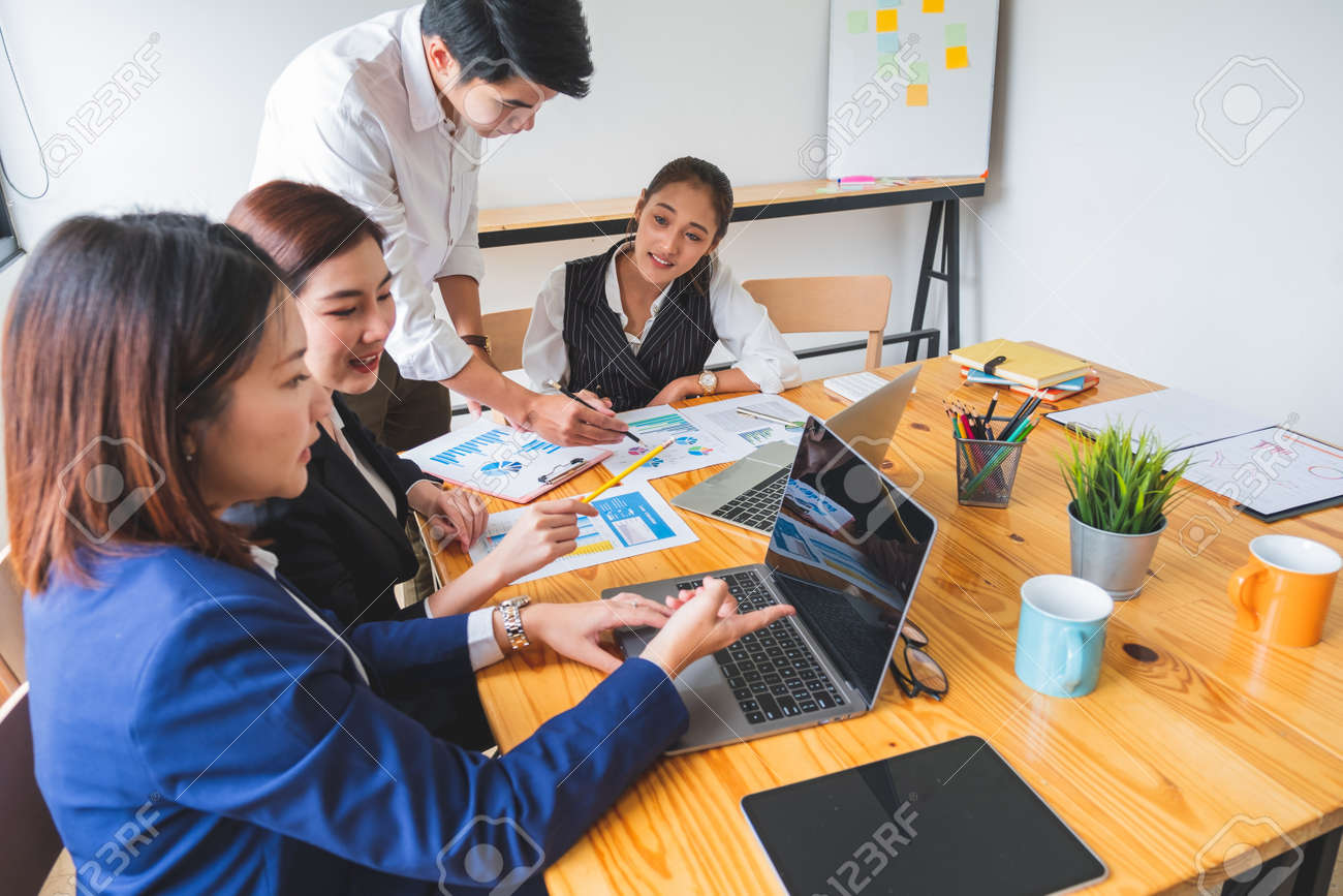 Group of young asian entrepreneur in business casual brainstorming new project - 154219271
