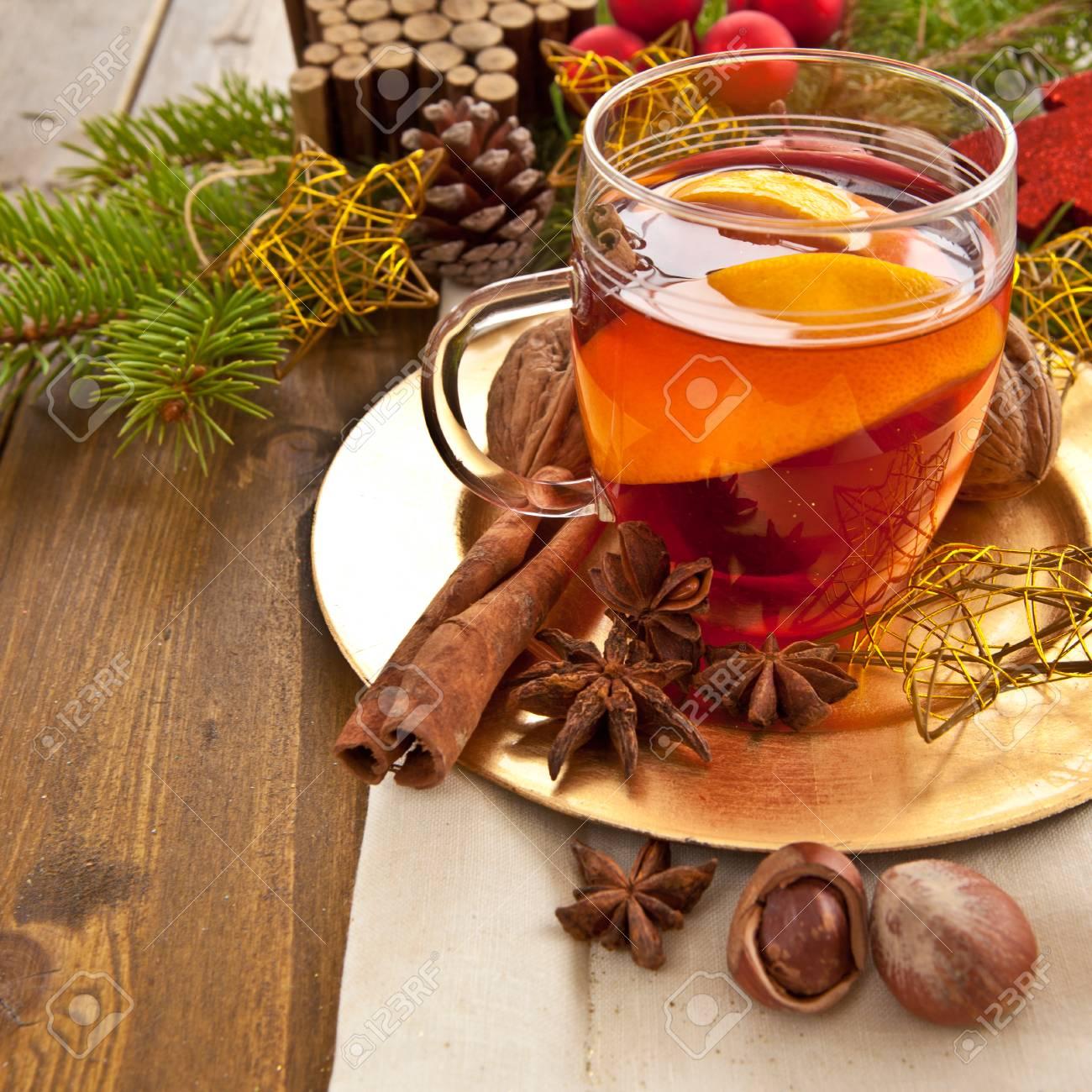 Heiße Getränke Mit Winter-Gewürze Für Weihnachten Lizenzfreie Fotos ...