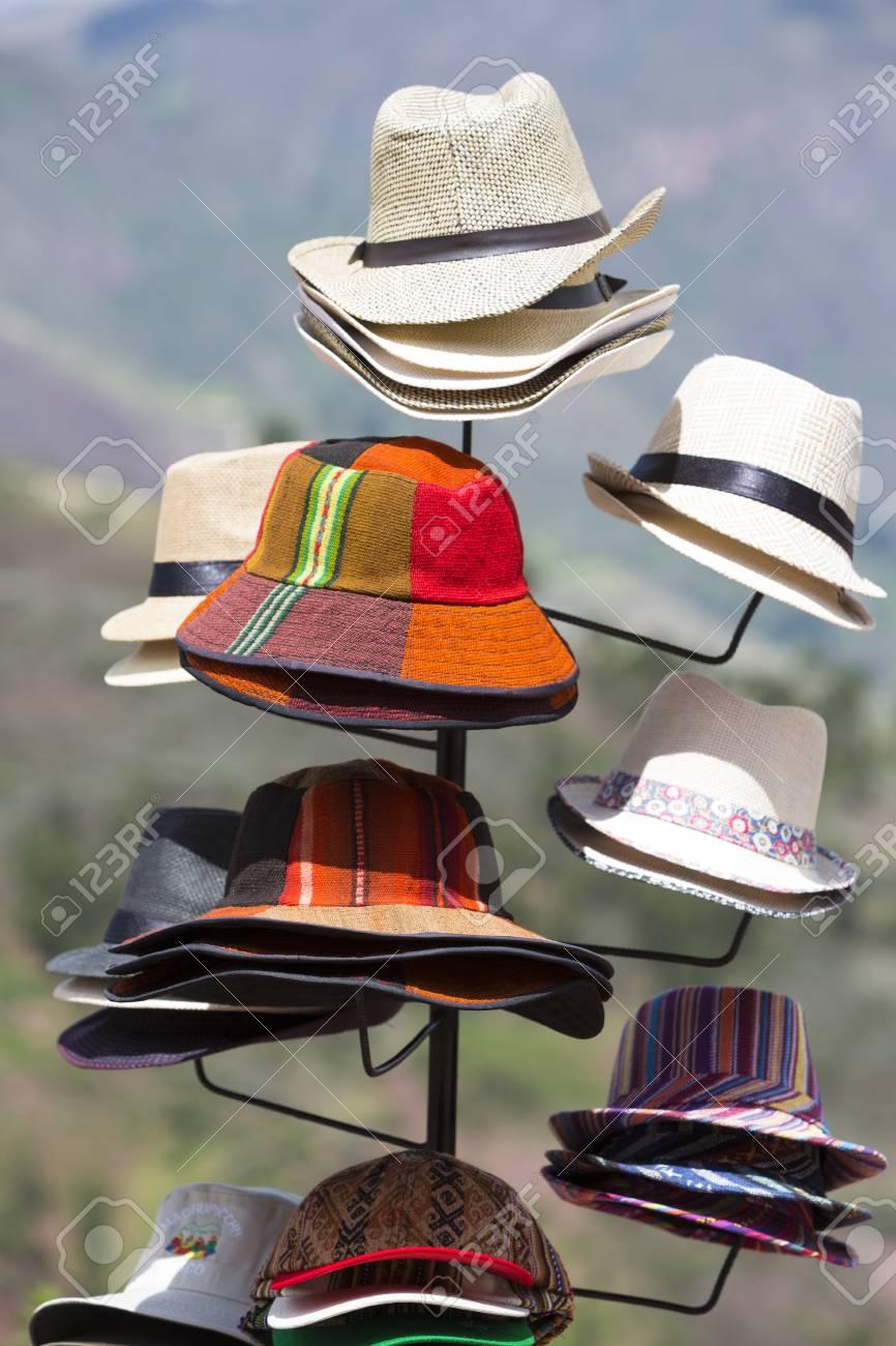 Foto de archivo - Grupo de los sombreros de colores para la venta e65cfc70f22