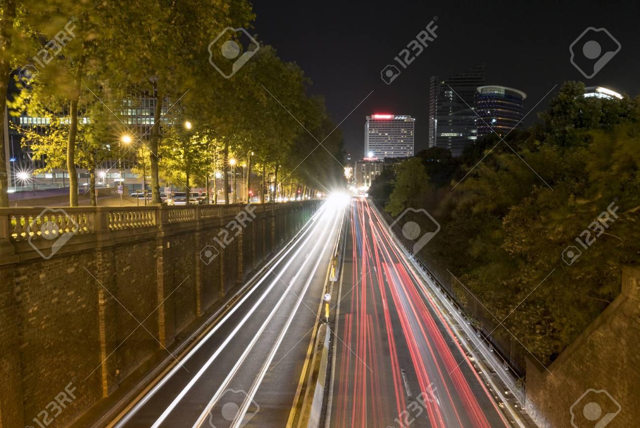 Vue D Exposition Longue De La Circulation A Bruxelles La Nuit Avec