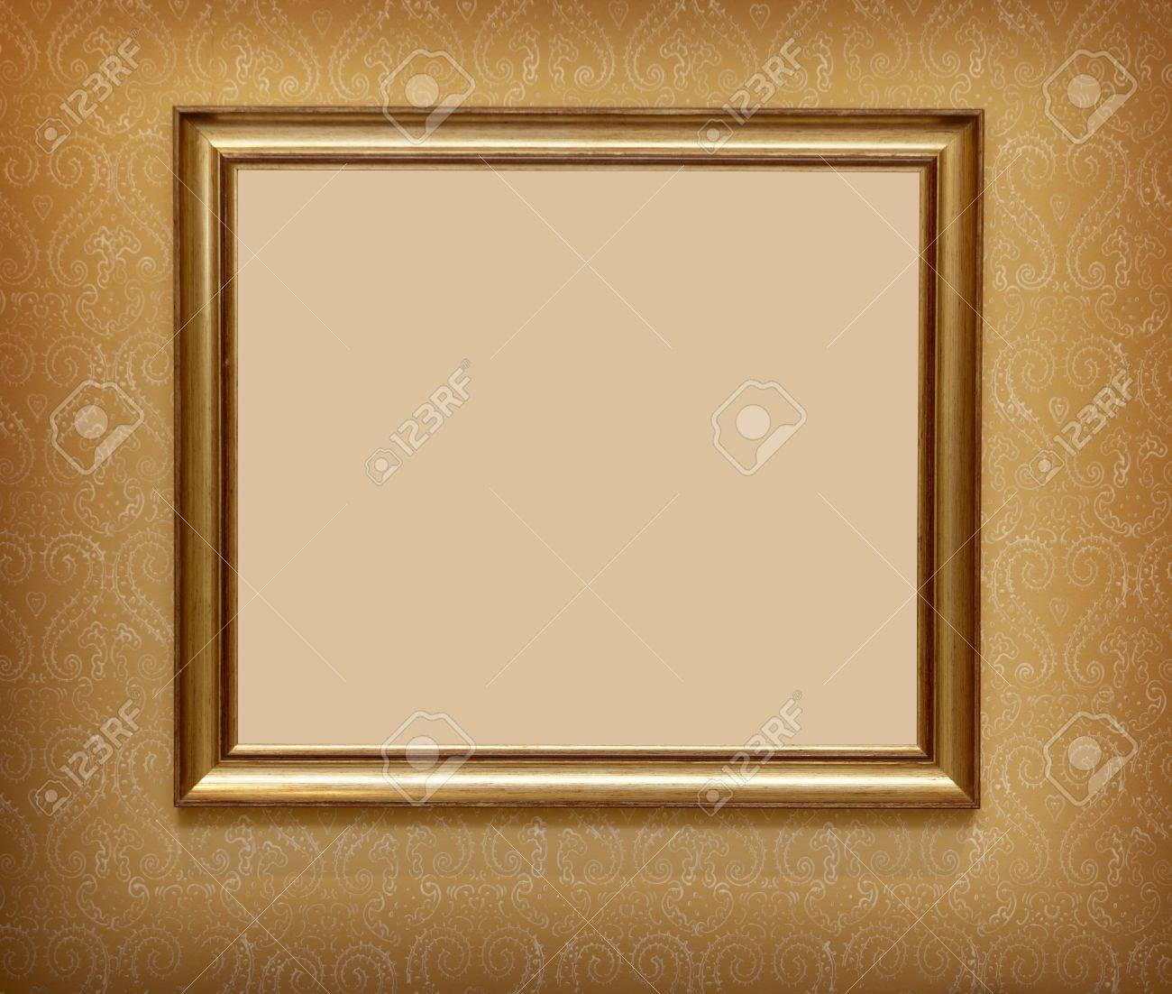 foto de archivo marco de madera para pared decorativa de pintura o fotografa ona