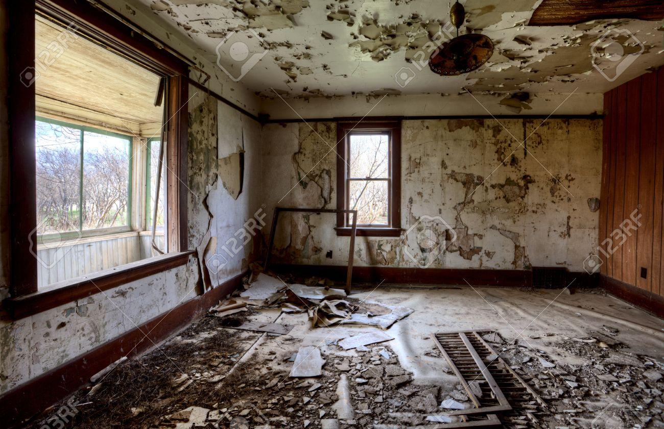 Intérieur Maison Abandonnée Prairie De La Saskatchewan Au Canada Banque Du0027images    13850085