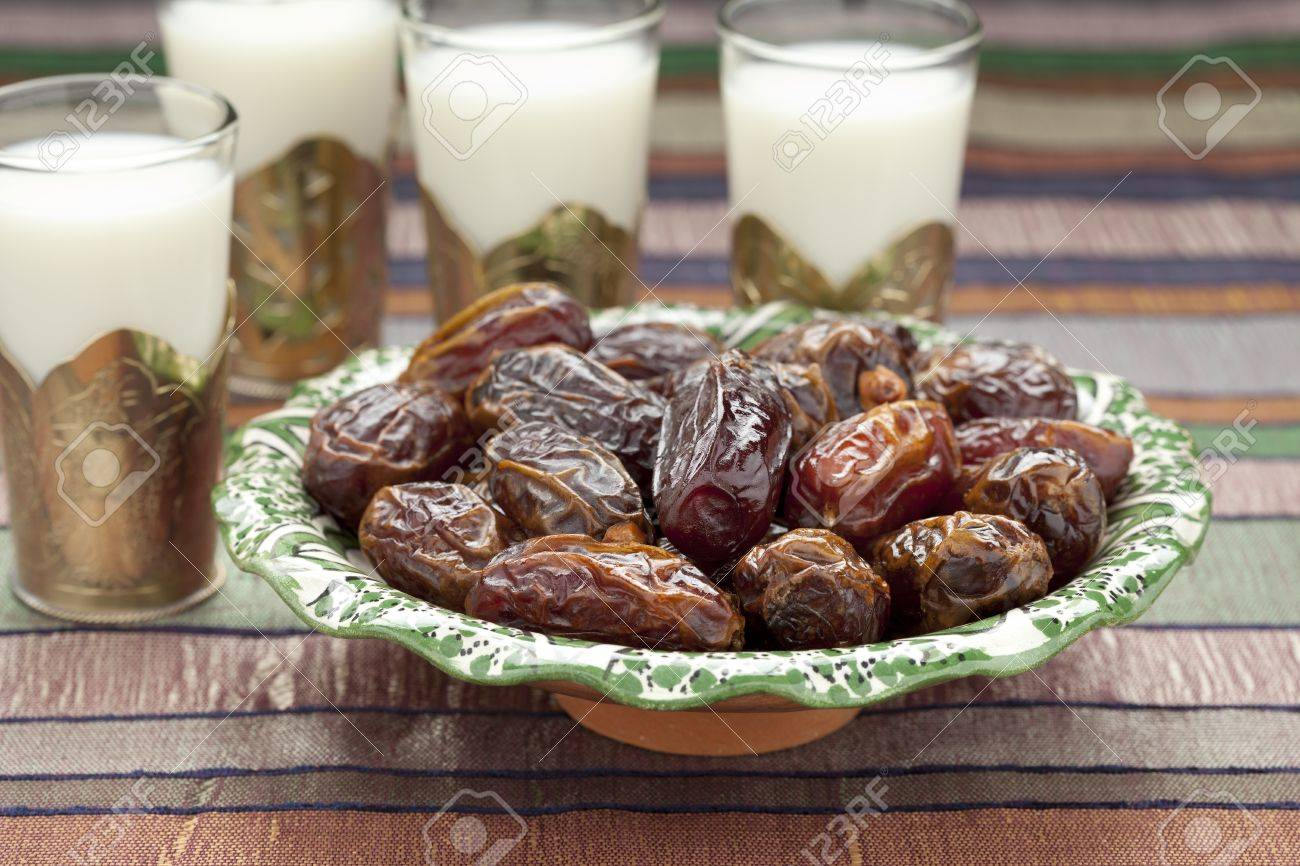 Milk and dates for Iftar meal - 14603885