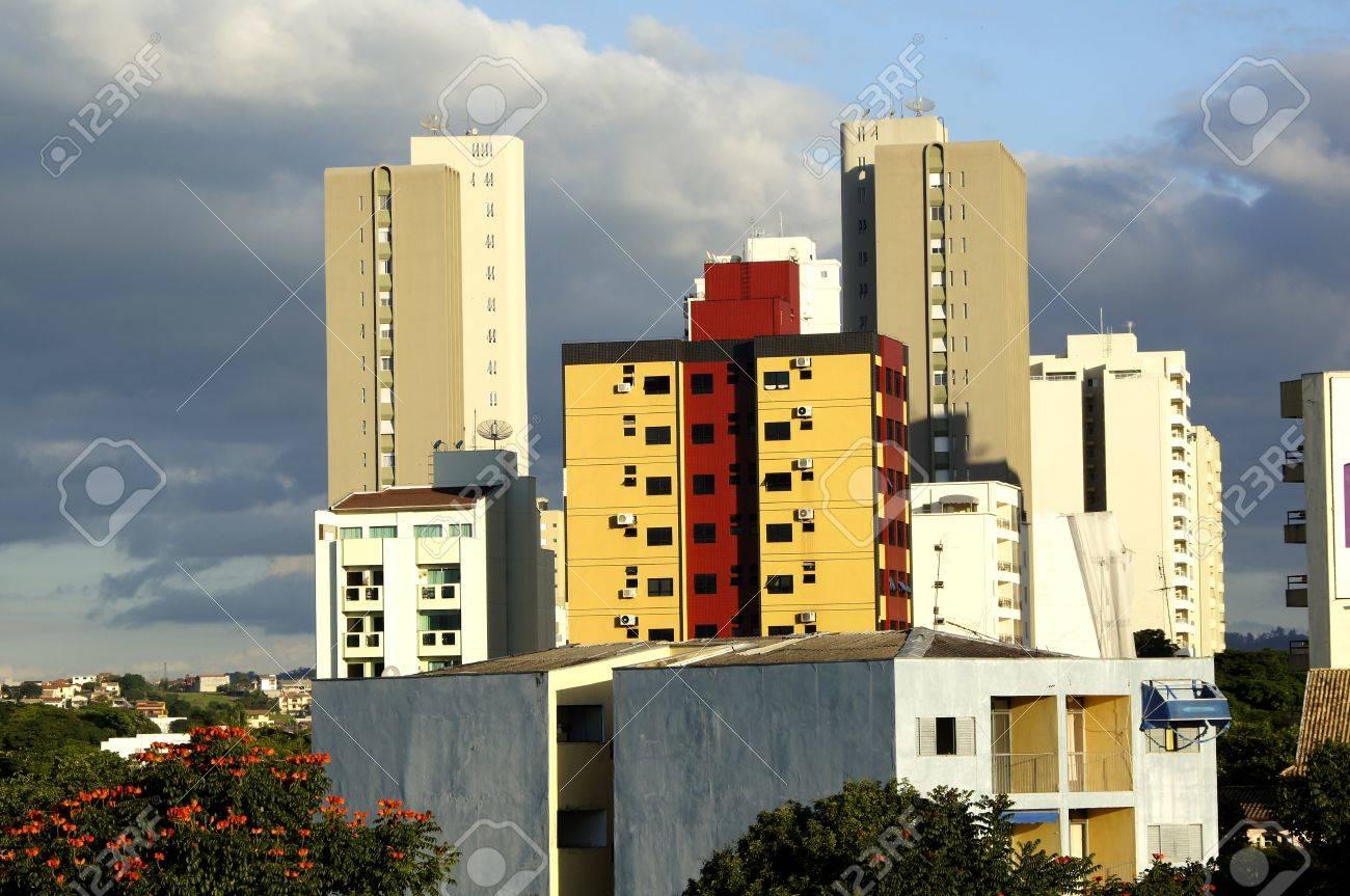 タウバテ市のアパートのパノラマ...