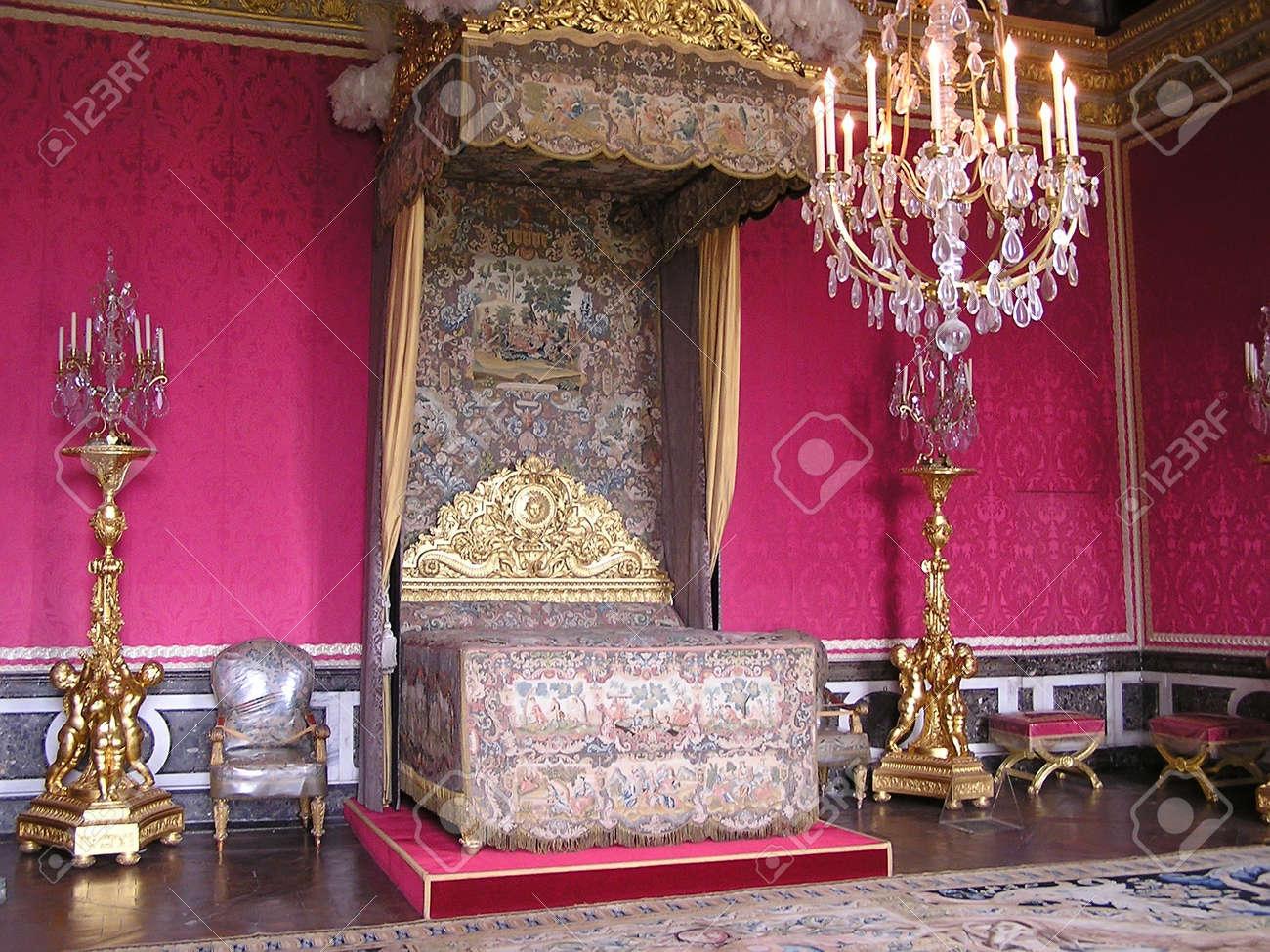 paris - may 4: queen marie-antoinette schlafzimmer im schloss von, Schlafzimmer entwurf