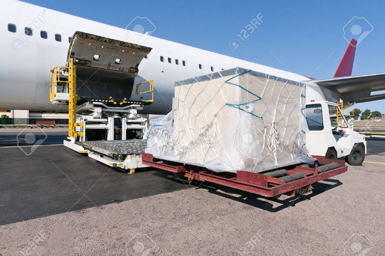 Loading platform of air freight to the aircraft - 59645487