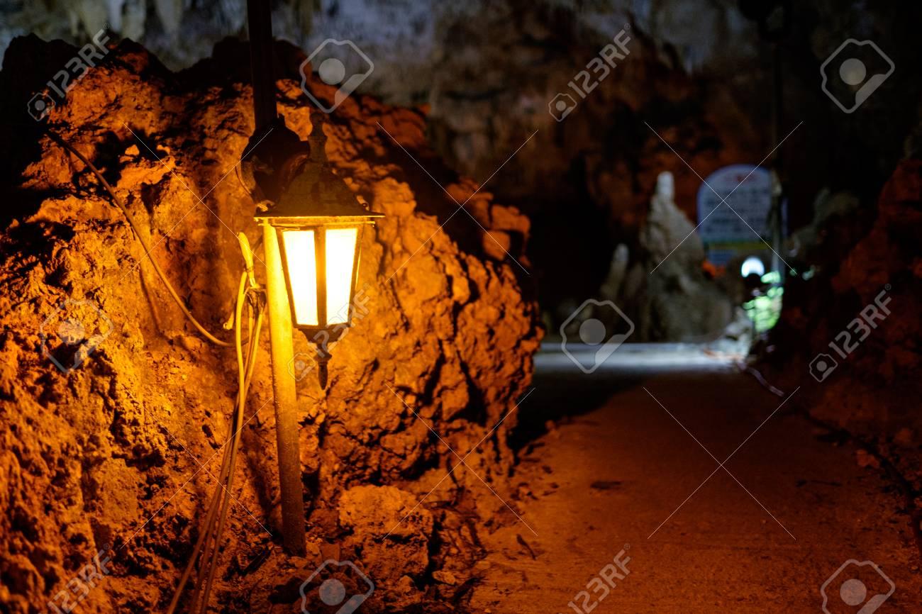 mysterious cave on ishigaki Island Standard-Bild - 89605014