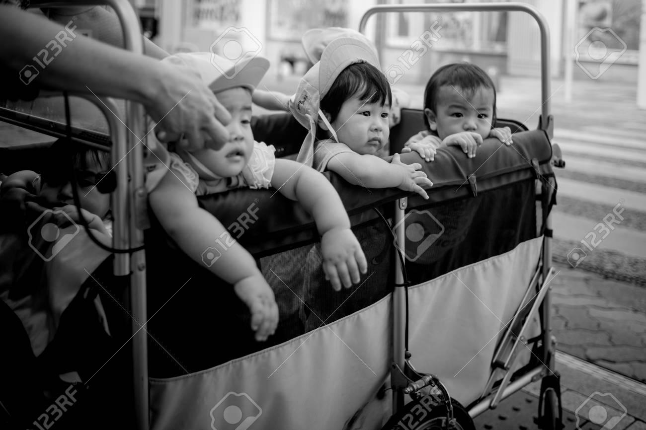 Naha, Japan - November 16: A wagon full of unidentified kids on the streets on November 16, 2015 in Naha, Japan. Standard-Bild - 89297222