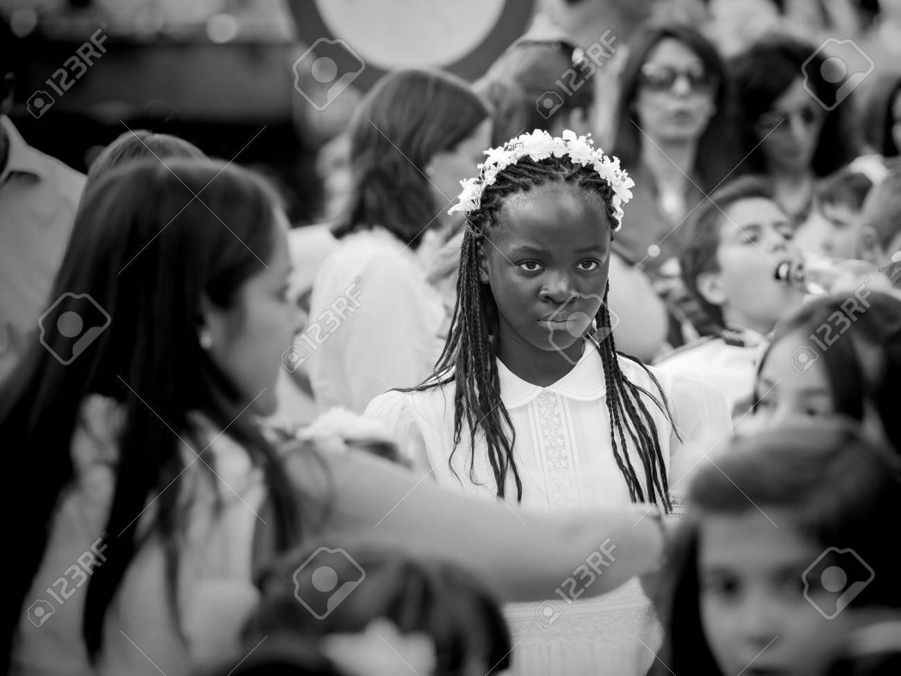 Madrid, Spain - June 07: Unidentified girl in catholic prosession on June 07, 2015 in Madrid, Spain. Standard-Bild - 89297226